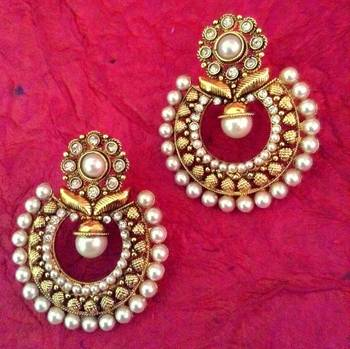 Flower motifs in a Mughal design ADIVA Pearl Polki India Golden Earring v765