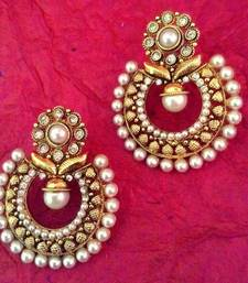 Flower motifs in a Mughal design ADIVA Pearl Polki India Golden Earring v765 shop online