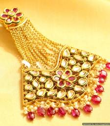 This kundan jewellery set is unusual and gorgeous and it can be ...