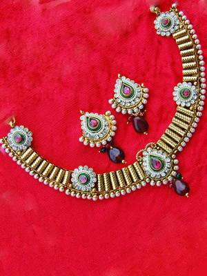 Lovely Maayra Necklace Set