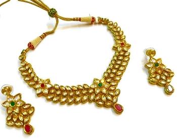 Divinique Jewelry High end kundan Necklace set