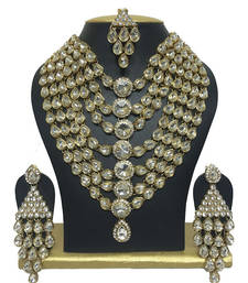 Buy dazzling kundan necklaceset black-friday-deal-sale online