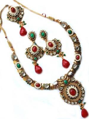 Maayra Stylish Party Necklace Set