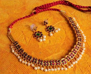 BEAUTIFUL PEARL TEMPLE JEWEL NECKLACE WITH JHUMKKA