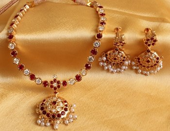 BEAUTIFUL MAROON WHITE SOUTH INDIAN STYLE NECKALCE SET-DJ00177