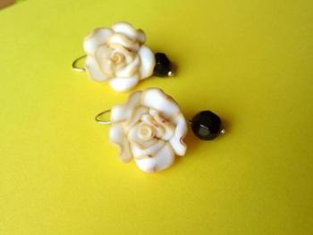 love for roses light yellow n black