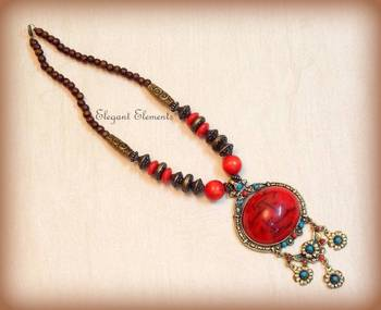 Chic and dainty red pendent, necklace