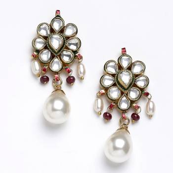 Traditional Styled Pair Of Kundan Earrings-06
