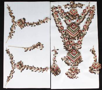 Red and Green Jhaalar Eight Pieces Bridal Set