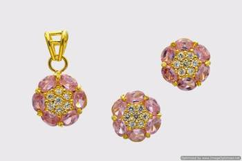 BEAUTIFUL OVAL STONES STUDDED FLOWER LOCKET SET WITH EARRINGS (AD PINK) - PCL1032