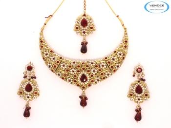 Floral design diamond necklace set