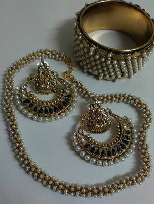 Traditional Jewellery set with Peals Kada