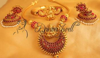 Stunning real kemp lakshmi necklace with matching jhumkka and bracelet