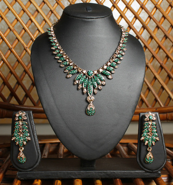 Emerald Green and Gold Unique Necklace Set