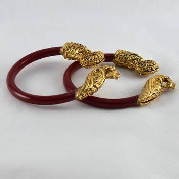 Wonderfull stretchable bangles colour red