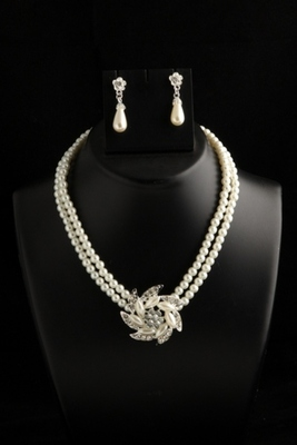 smart two layer pearl chain with american diamond floral pendant