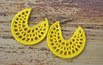 Smart yellow Web hoops