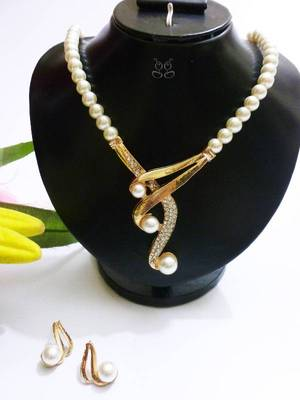 Pearls set with bronze finish