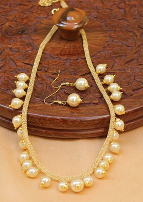 Beautiful hand made Pearl necklace set