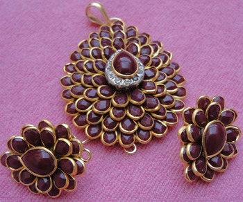 Marron color pachi pendent with earrings