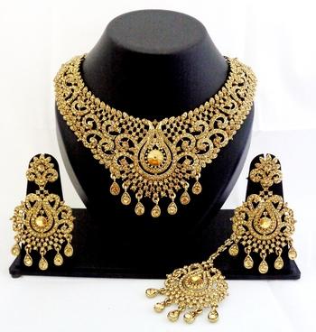 Buy designer golden stone wedding necklace set with maang tikka online designer golden stone wedding necklace set with maang tikka junglespirit Images