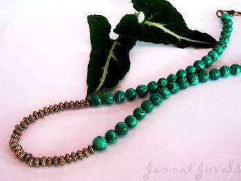Green leaf necklace with golden touch