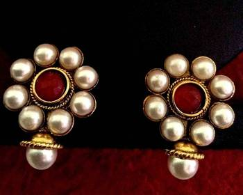 Beautiful white flower pearl maroon earring, ethnic India Bollywood Jewelry v11m