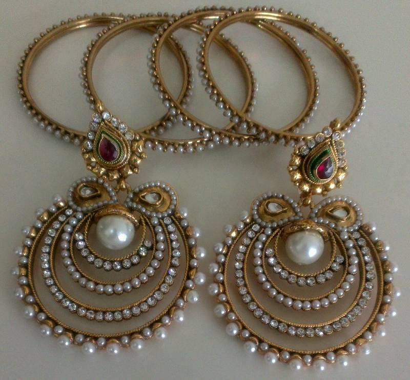 Buy Designer Pearl Earings with 4pcs Traditional Moti Bangles Online