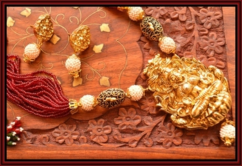 Grand Temple jewellery with pearl & semi-precious stone grand gold plated necklace set