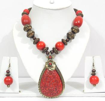 Chic And Dainty Red Bead Necklace