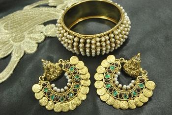 Ram Leela Maroon & Green colour Earrings with Pearl Kada