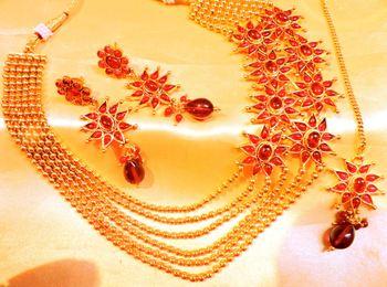 ruby stylo necklace