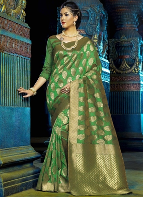 Green woven kanchipuram silk pattu saree with blouse