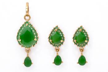 EXOTIC STONE STUDDED PAAN LOCKET SET WITH EARRINGS (EMRALD) -