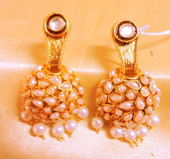 pearl golden danglers