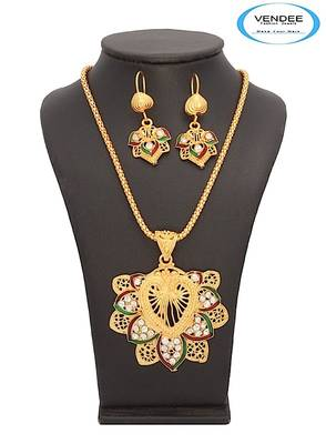 Vendee-Fashion Awesome Floral Gold Plated Pendant Jewelry (7047)