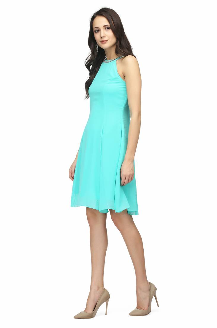 We offer stylish casual dresses for juniors which will surely make your kids look gorgeous. The finest quality of material used in this trendy casual costume will make you happy and satisfactory. All the people who have planned to buy a graceful casual outfit can make .