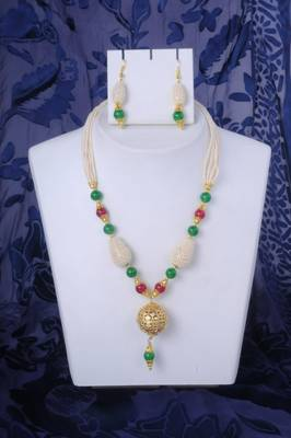 Pearl Necklace Set in Maroon and Green