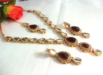Maroon Tilak Kundan Necklace Set