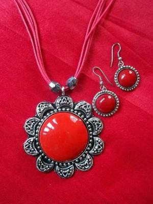 red thread stone pendant set with matching earrings