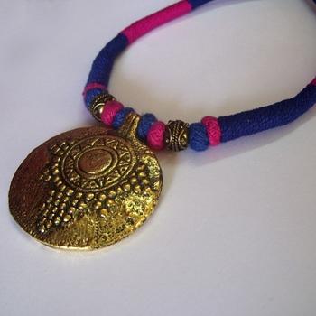 pink blue pendant choker