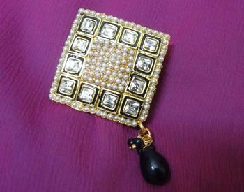 Gold Onyx brooch