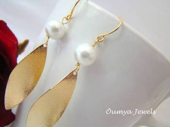 18K Gold Plated Curly Design Fashion Earrings with Glass Pearls