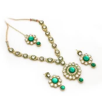 Delicate Kundan Necklace Set in Green