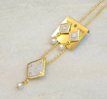 Delicate trendy two tone pearl pendent set
