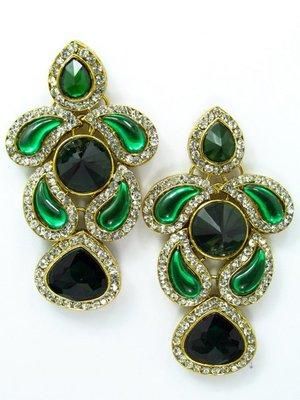 Beautiful green ear ring.