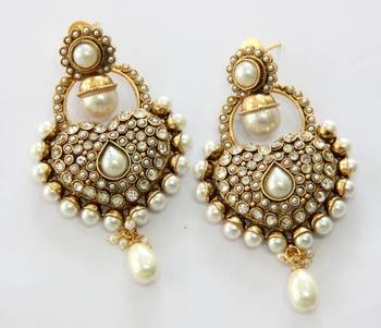 ANTIQUE GOLD PLATED WHITE PEARLS HANGINGS