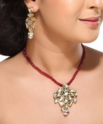 White Kundans and Beads Pendant Set