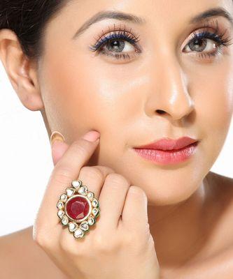 A pleasantly designed Kundan Ring