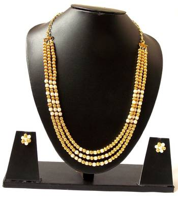 The Triple Sec pearls on the neck